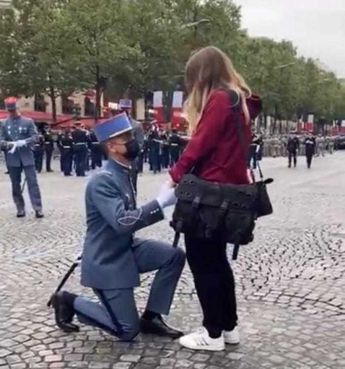 Un soldat francez și-a cerut iubita în căsătorie în timpul paradei de Ziua Națională a Franței. Cum a reacționat tânăra