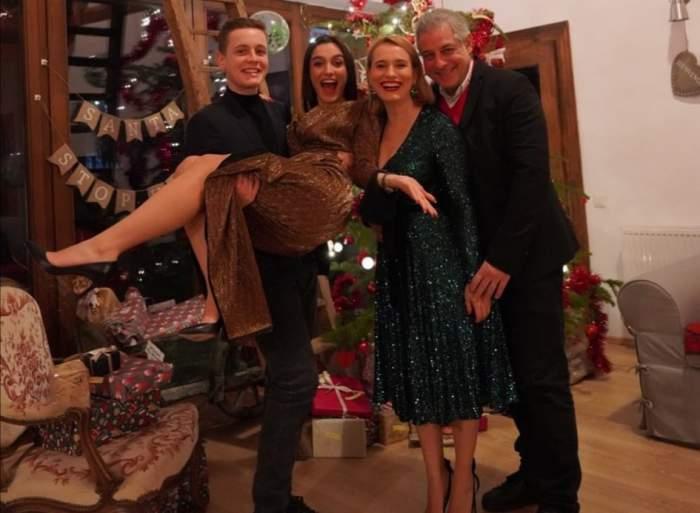 Andreea Esca alături de copiii și soțul ei, îmbrăcați elegant și zâmbitori