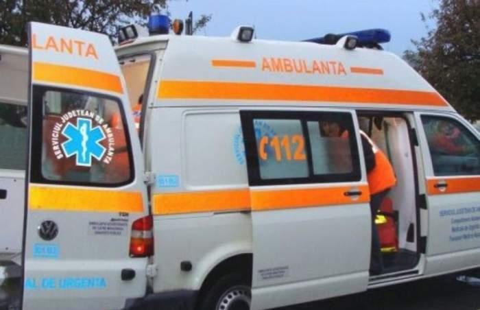 Doi polițiști, transportați de urgență la spital în urma unui accident rutier. O femeia a intrat cu mașina în autospeciala în care se aflau