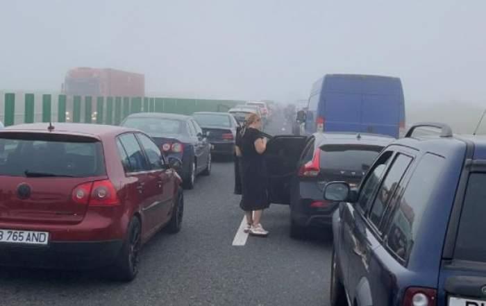 Mașini accidentate și oameni pe A2