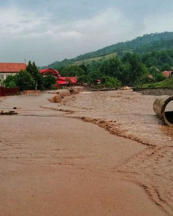 Un nou cod roșu de inundații. Ce județe sunt vizate de atenționarea hidrologilor