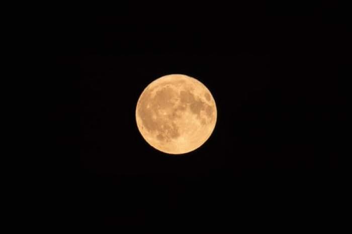 Un milion de persoane înscrise pentru o călătorie în jurul Lunii. Voiajul turistic este programat în 2023