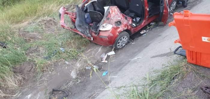 Accident grav în Giurgiu. O persoană a murit, iar alte trei au fost grav rănite. Mașina unei șoferițe de 21 de ani a fost complet strivită / FOTO