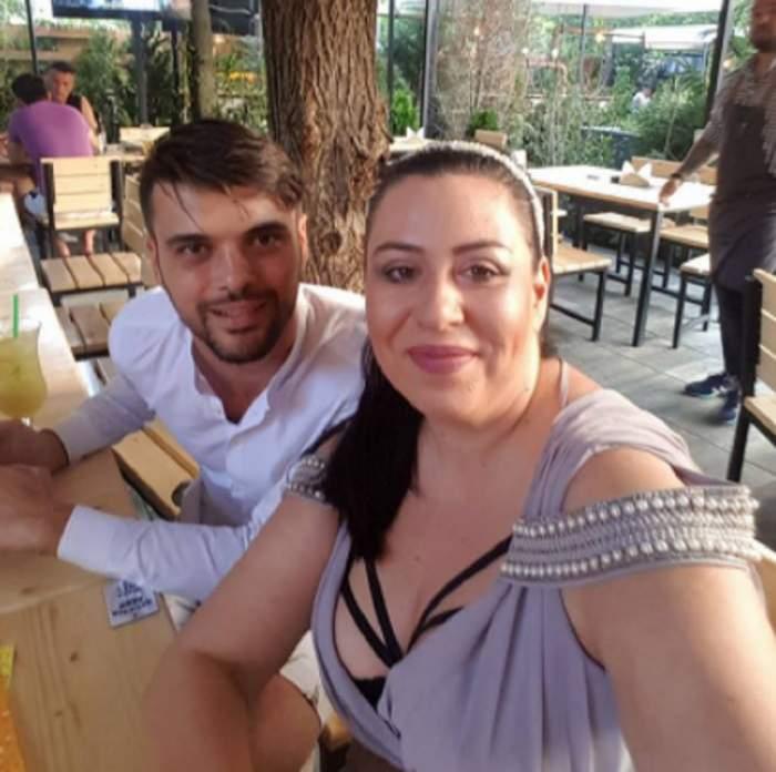 Oana Roman și Marius Elisei, selfie la terasă, zâmbitori