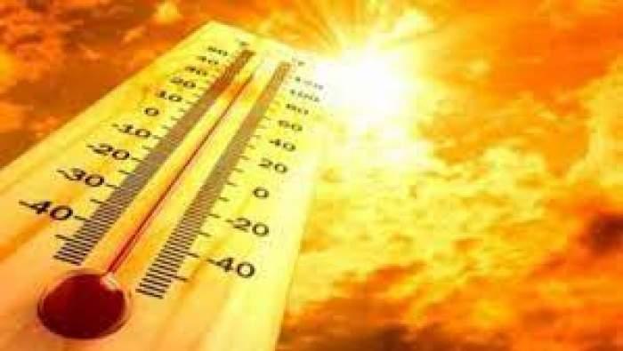 Colaj foto cu un termometru și un cer însorit