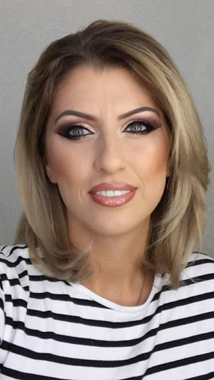 Alina Radi foarte machită, în bluză alb cu negru