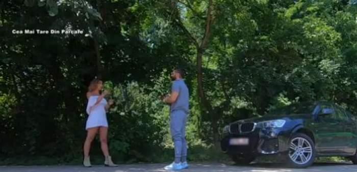 Andi Constantin și Natalia Mateut dtau de vorbă pe marginea drumului