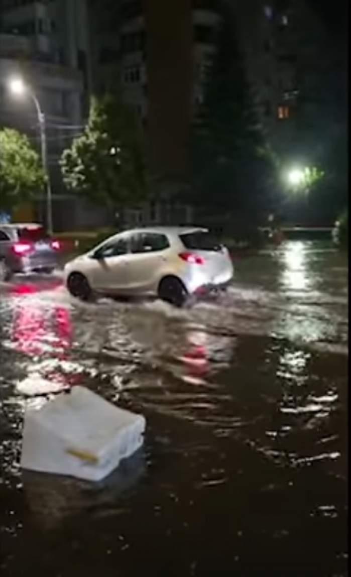 Sute de apeluri la 112, străzi inundate și copaci prăbușiți la pământ, în Cluj-Napoca. Mai mulți localnici au ajuns la spital / FOTO