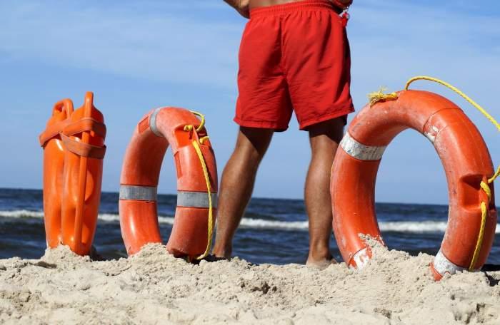 Salvamarii de la malul mării, dați în judecată de un avocat căruia i-au salvat viața. Bărbatul cere daune morale de 40.000 de euro