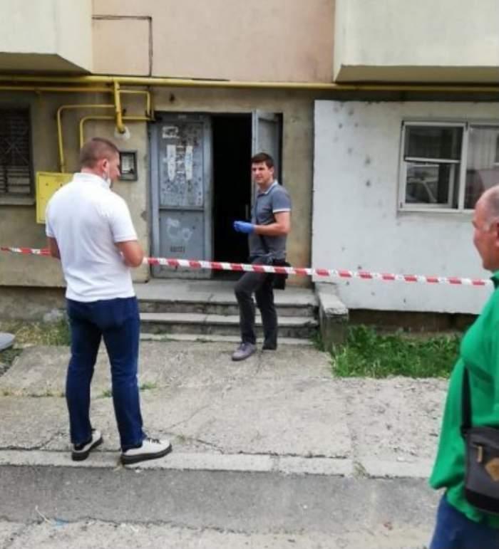 O mamă din Suceava și-a băgat fiica de 40 de ani într-un sac legat la gură și a abandonat-o în scara blocului / FOTO