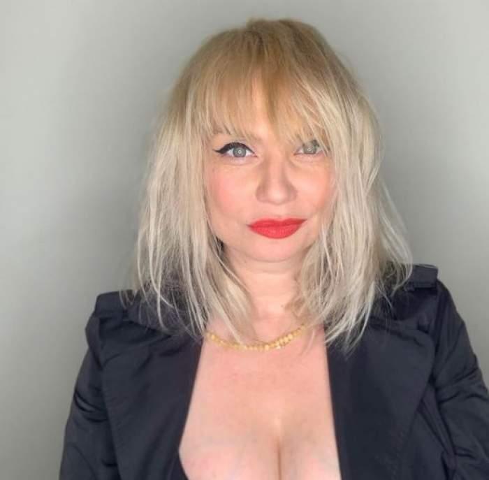 Cristina Cioran cu sacou negru.