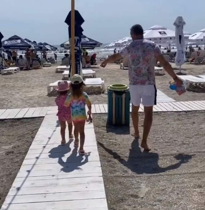 Andreea Bălan, vacanță la malul mării cu fetițele ei. Artista, întâlnire surpriză cu nașii de cununie, Aurelian Temișan și soția lui / FOTO