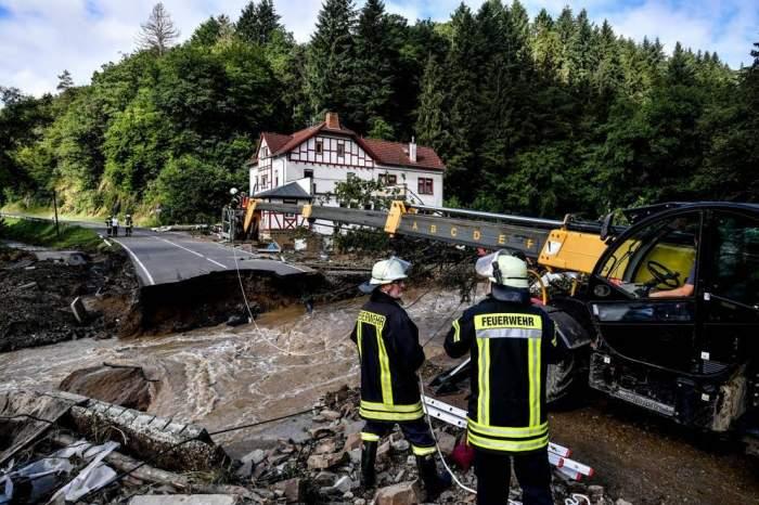 Români prinși la furat în Germania, în urma inundațiilor catastrofale. Au luat tot ce s-a putut din casele evacuate