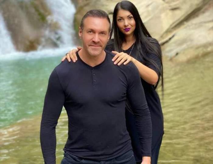 Alin Oprea și Medana, îmbrățișați, îmbrăcați în negru