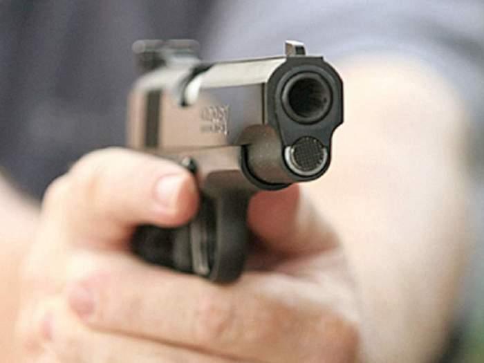Bărbat din Roman, găsit împușcat într-o mașină. Care sunt primile concluzii ale anchetatorilor privind acest caz