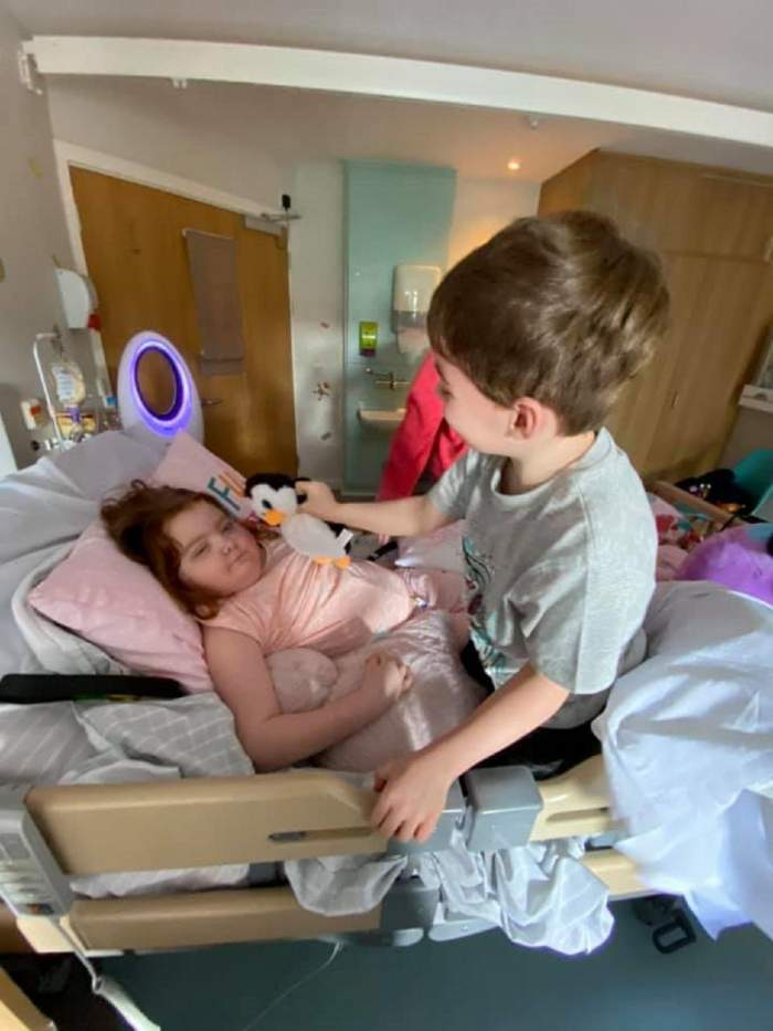 """O fetiță de doar opt ani a murit la câteva luni după ce s-a plâns de dureri în gât. """"A luptat până la final"""""""