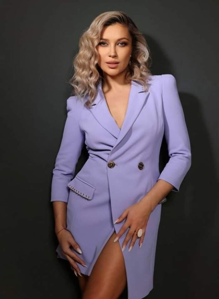 Cântăreața a anunțat că mama ei a trecut în neființă prin postarea a câteva versuri scrise de poetul Adrian Păunescu