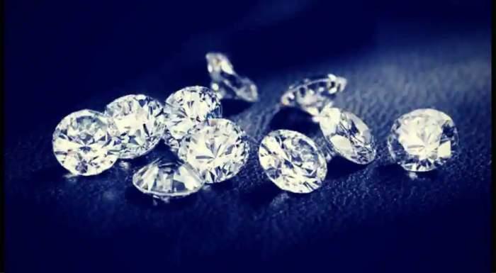 O româncă a furat diamante în valoare de peste 4 milioane de lire sterline, în Anglia. Ulterior, le-a înlocuit cu pietricele din grădină