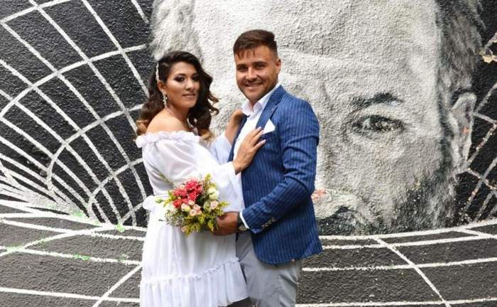 Natalia și Mihai Beuran, îmbrăcați de nuntă, îmbrățișați și zâmbitori