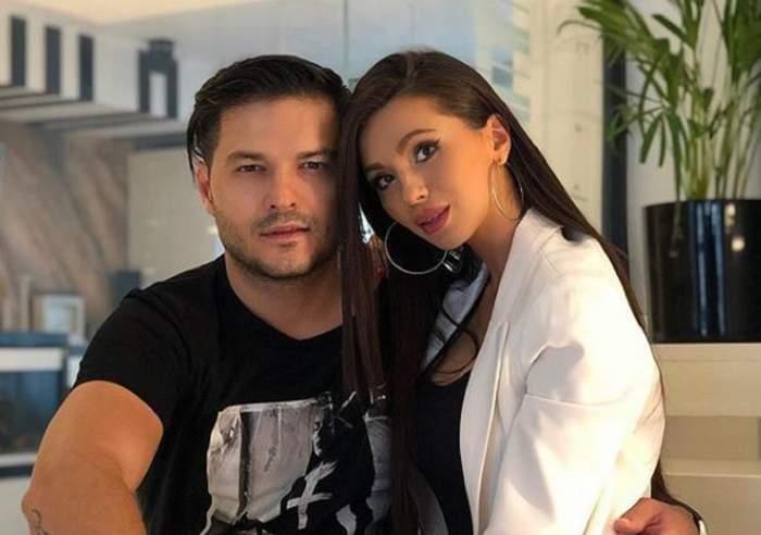 Anda Călin și Liviu Vârciu, îmbrăcați în alb și negru, îmbrățișați