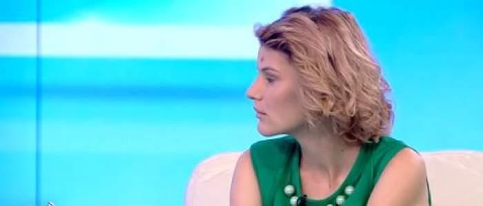 Florentina Soare la Antena 1, îmbrăcată în verde