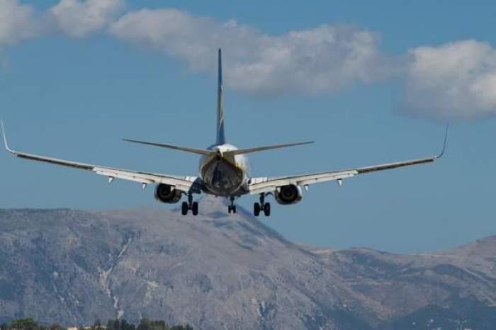 Un avion în zbor