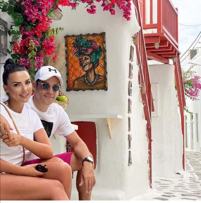 Lavina Pârva și Ștefan Bănică Jr, la mare, îmbrăcați în alb