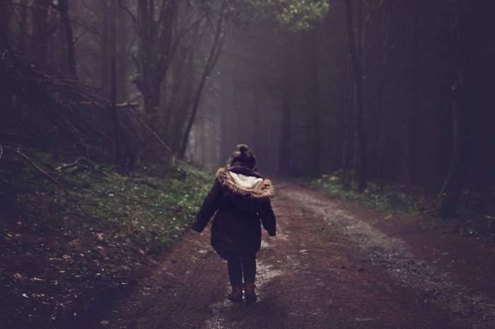 O mamă din Gorj, care și-a abandonat fetița de 6 ani la o vecină pentru a fugi cu iubitul, a fost găsită, după o săptămână de căutări