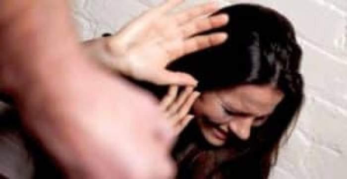 O femeie a fost bătută în plină stradă, în Mamaia. Ulterior, a fost băgată într-o mașină, iar martorii au sunat la 112