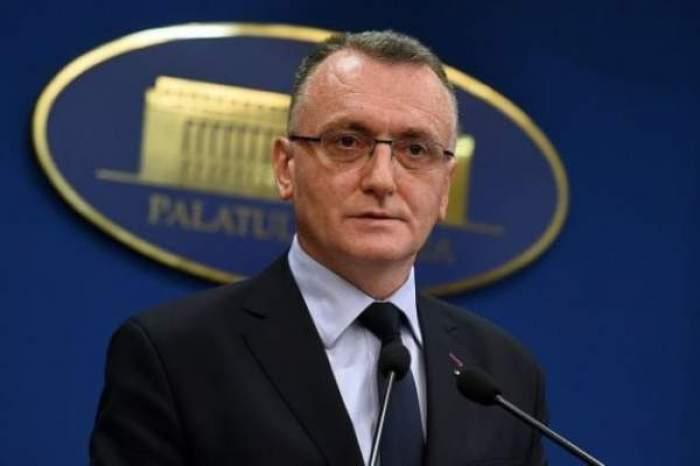 Srin Cîmpeanu, în costum și cămașă cu cravată
