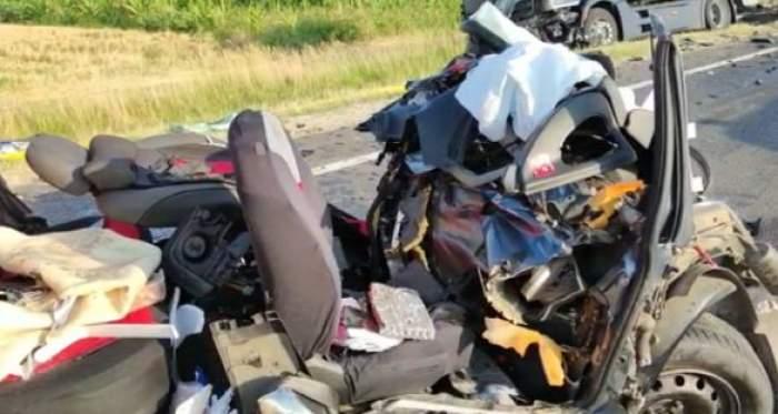 Mașina distrusă în urma accidentului de la Olt