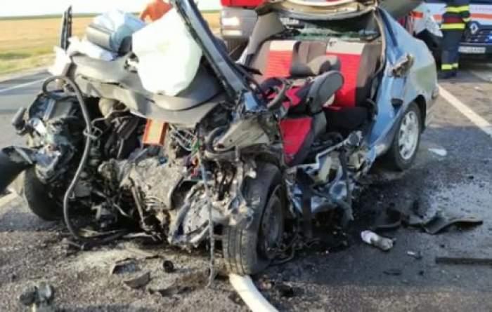 Mașina lovită din accidentul de la Olt