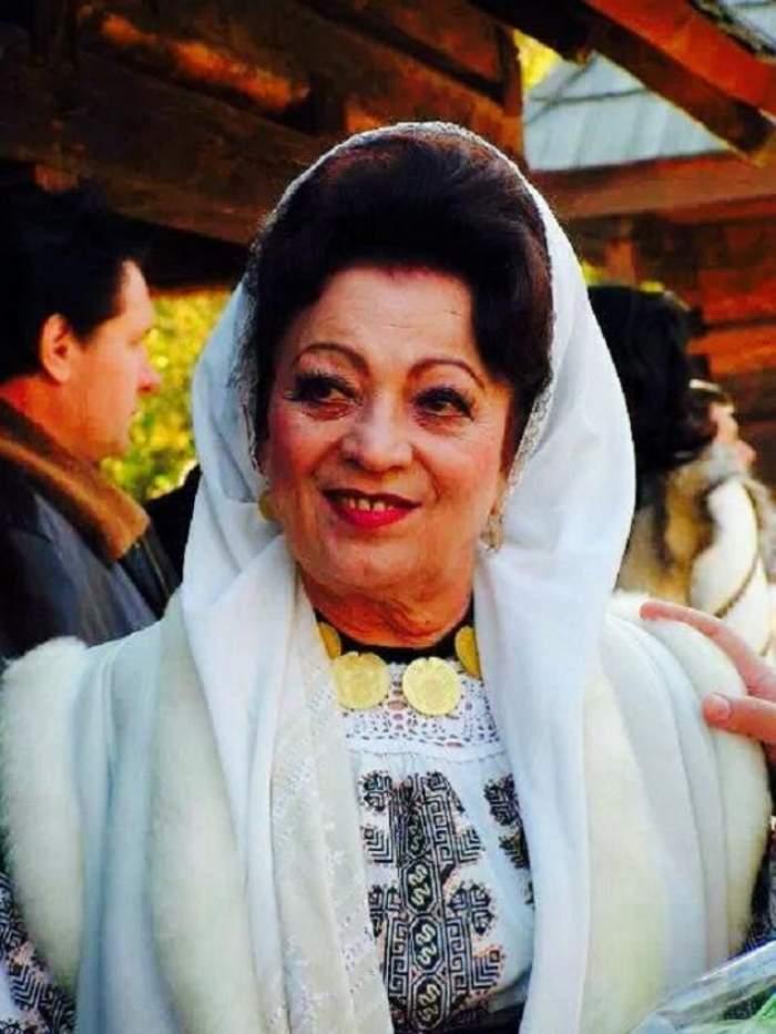 maria ciobanu in costum popular