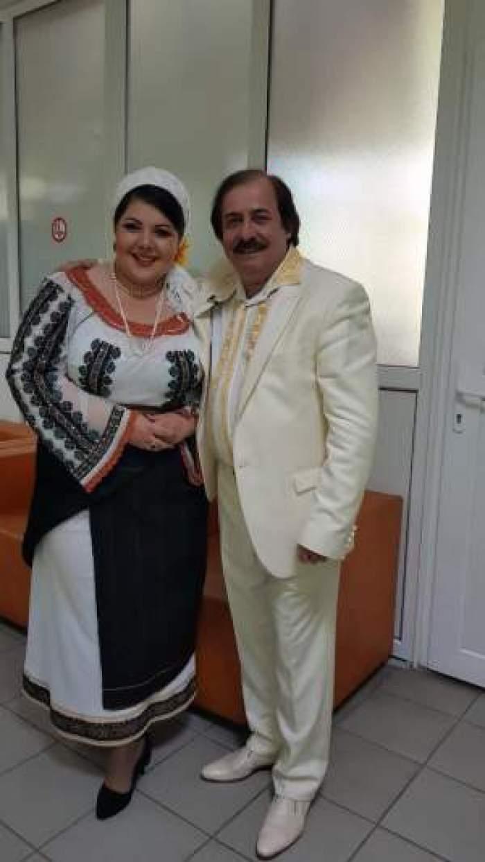 Nicolae Botgros și amanta în costum tradițional