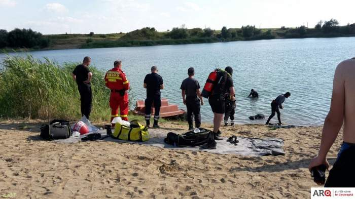 Scene de groază într-o familie din UK. O femeie în vârstă de 29 de ani a fost găsit fără suflare într-un lac, alături de fiul său