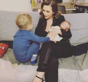 """Adela Popescu, probleme cu mezinul la aproape două săptămâni de la naștere. Cu ce se confruntă vedeta: """"Mă doare cel mai tare"""""""