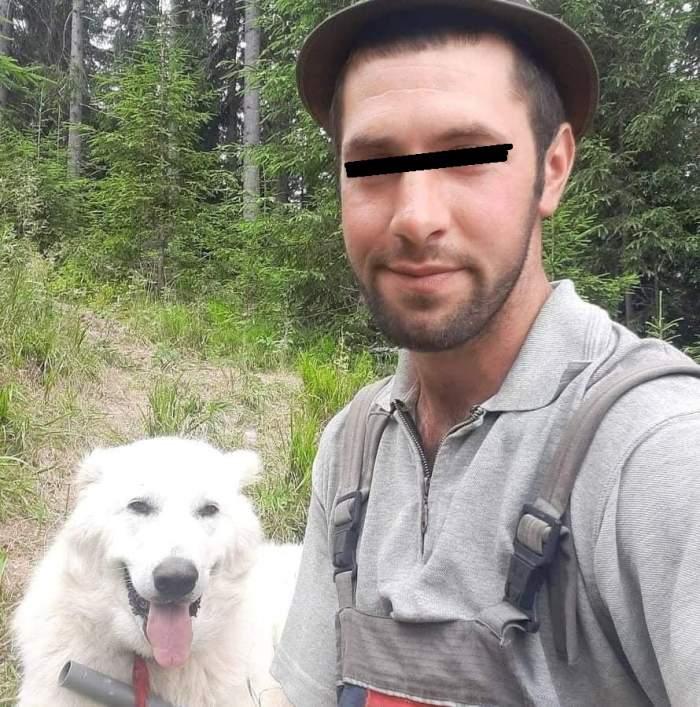 Mihai Cadar, selfie alături de un câine alb