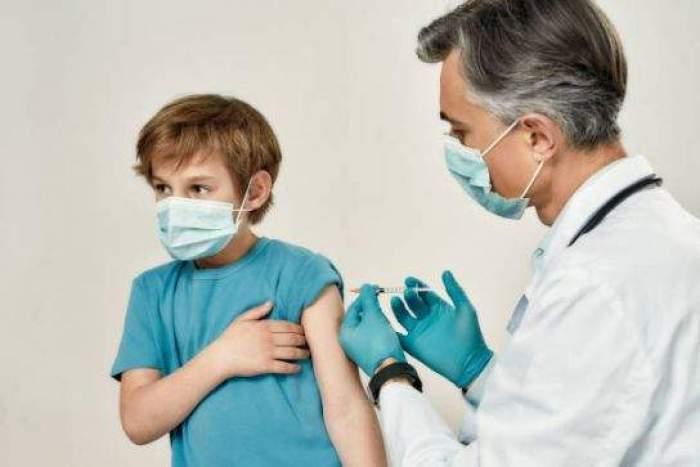 Începând cu data de 2 august, adolescenții se pot vaccina și cu serul Moderna. Anunțul făcut de Valeriu Gheorghiță