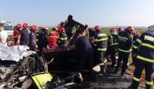 Mama și cei doi copii morți în accidentul din Băcău, înmormântați joi în Suceava! Sicriele acestora au fost depuse acasă