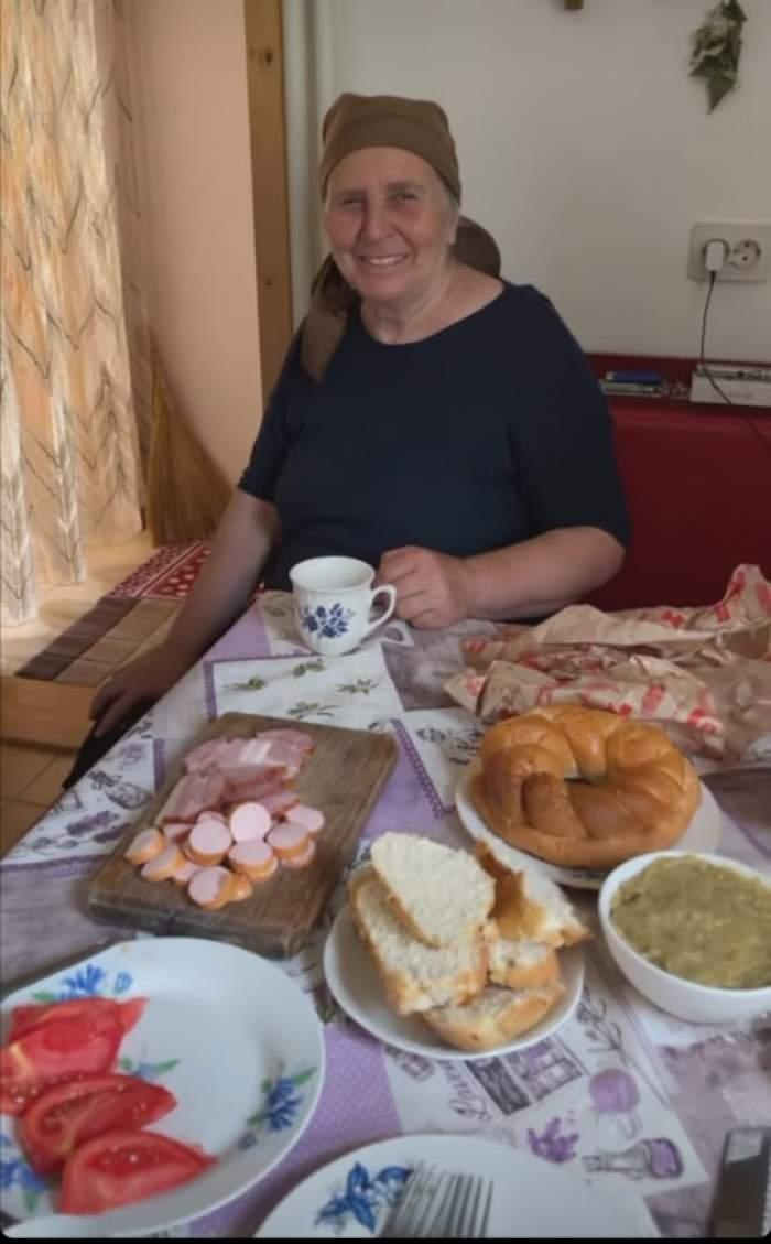 Bunica Cristinei Ciobănașu la masă