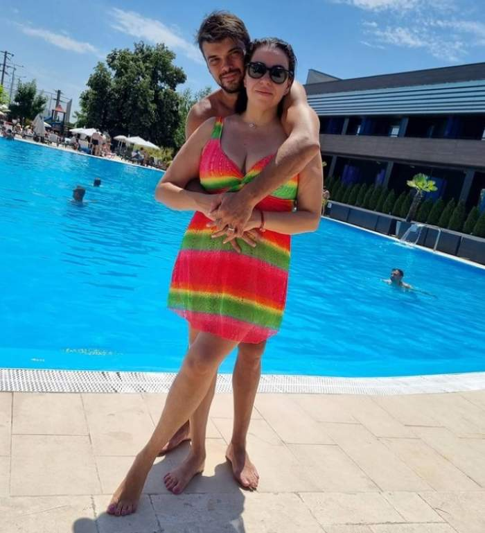 oana roman cu marius elisei la piscina