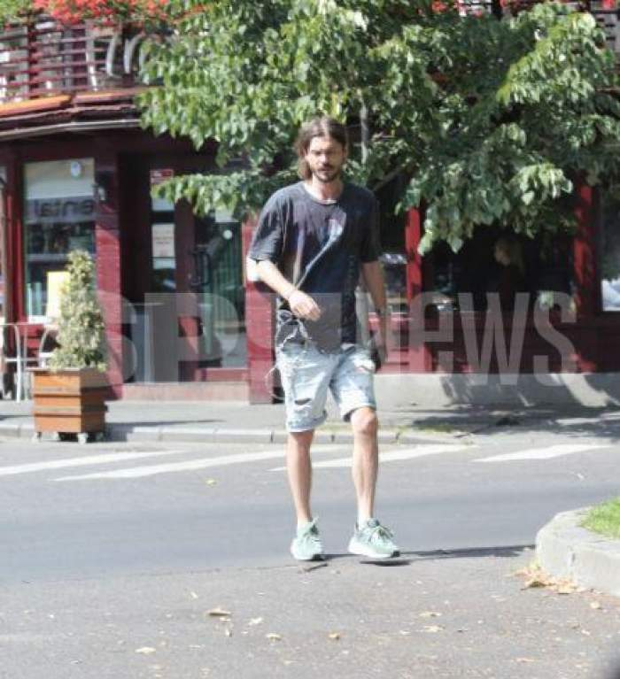 Alex Mațaev trece stradă