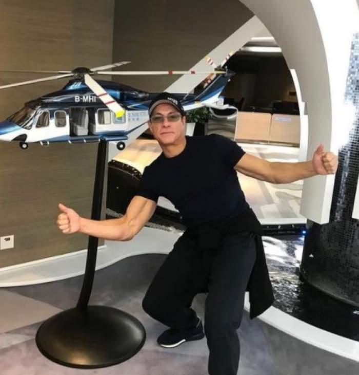 Jean-Claude Van Damme, lângă un elicopter