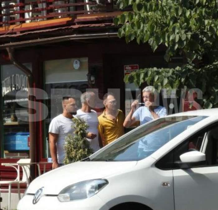 Dan Diaconescu, în fața unui restaurant din București