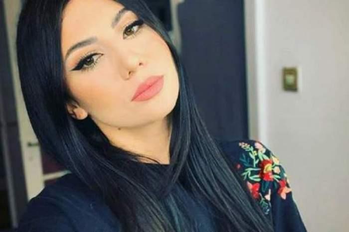 Sorina Ceugea, selfie acasă, îmrăcată în negru
