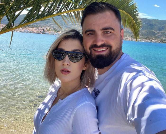 Adda și Cătălin Rizea, selfie la mare, îmbrăcați în alb