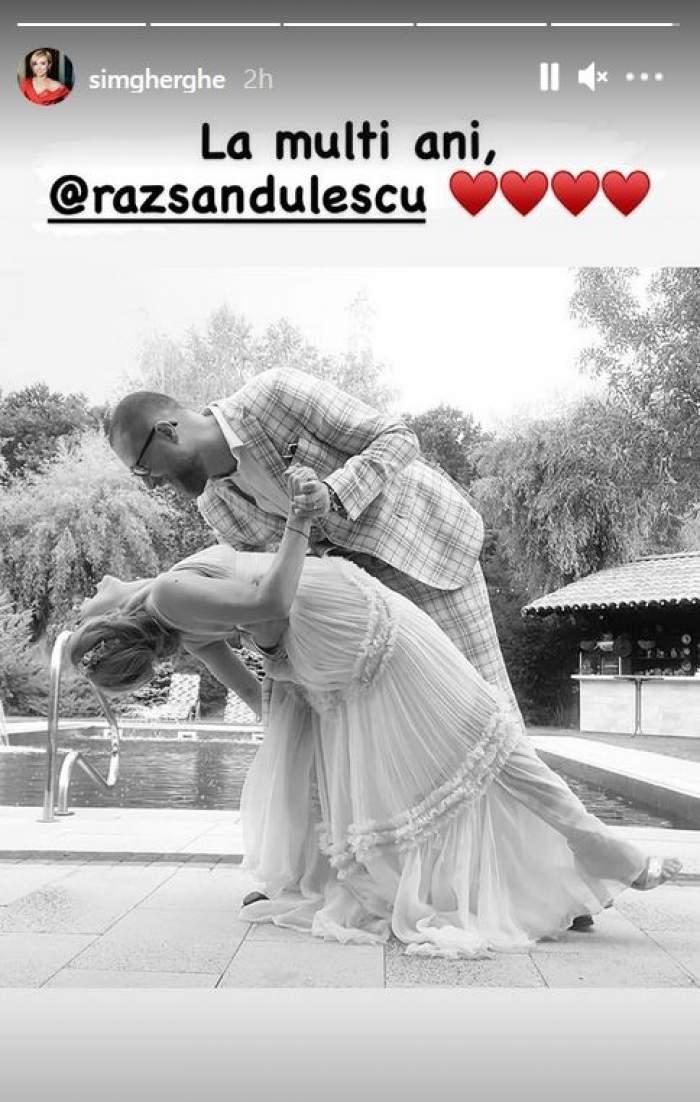 """O imagine alb-negru de la nunta Simonei Gherghe cu soțul ei, Răzvan Săndulescu, în care dansează și zâmbesc larg. Vedeta i-a transmis """"la mulți ani"""" pe Instagram."""