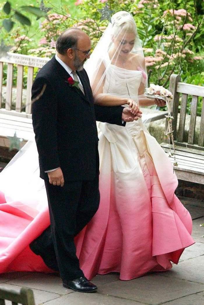 Gwen Stefani și Blake Shelton s-au căsătorit, după șase ani de relație. Cum a arătat celebra mireasă de 51 de ani / FOTO