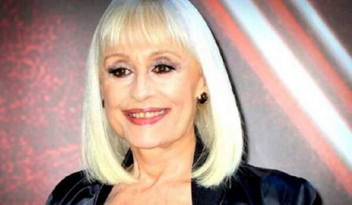 Raffaella Carra era la un eveniment. Cântăreața zâmbea larg și purta un sacou negru.