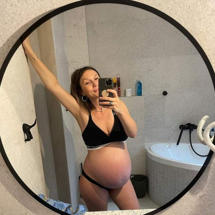 adela popescu in oglinda gravida